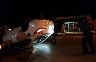 Polisten kaçarken devrilen otomobilde uyuşturucu...
