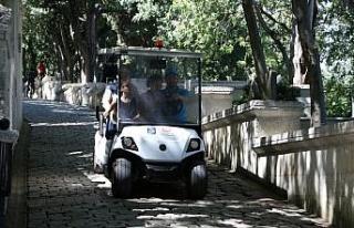 Eyüpsultan'da yaşlı ve engellilere golf araçlarıyla...