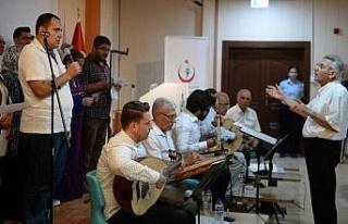 Hastalardan sağlık personeline konser
