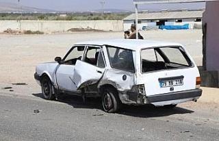 Kilis'te otomobille çarpışan zırhlı polis aracı...
