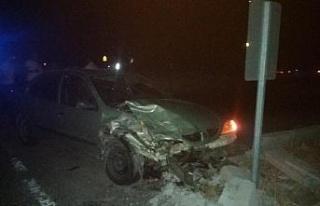 Şanlıurfa'da kamyonet ile otomobil çarpıştı:...