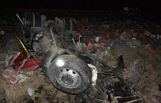 Siverek'te tır şarampole devrildi: 1 ölü