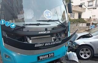 Otobüsü ile otomobil çarpıştı: 1 yaralı