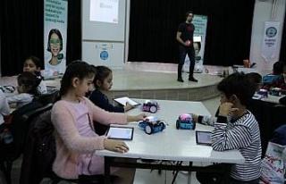 Çocukları robotik kodlama ve yaratıcı düşünmeyle...