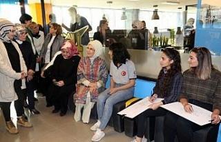 Emine Erdoğan, Mardin'de gençlerle bir araya...