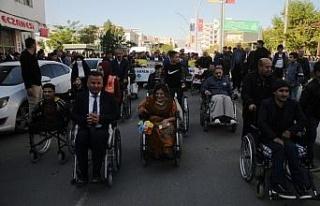 Cizre'de engelliler için farkındalık yürüyüşü...