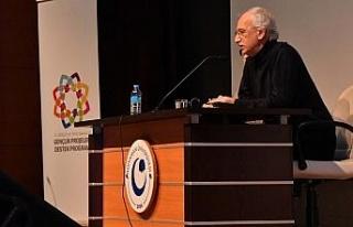 Yazar Cemal Şakar, üniversite öğrencileriyle bir...