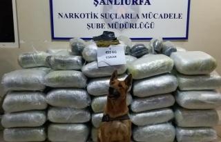 Uyuşturucuyu saman çuvallarının arasına saklamışlar