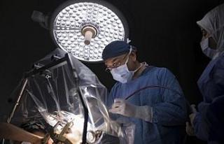 Parkinson hastasının beynine pil yerleştirildi