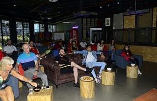 Petlas ABD maçını Reynmen ve takipçileriyle izledi