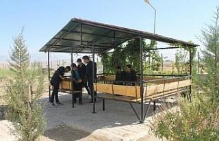 PKK'lı teröristler yaktı, öğrenciler ekonomiye...