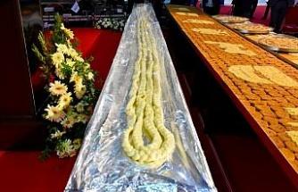 Fuar açılışında kurdele yerine 21 metrelik örgü peyniri kesildi