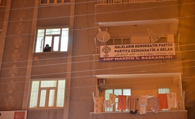 HDP Midyat İlçe Başkanının Aracında Terör İçerikli Broşürler Bulundu