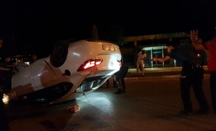 Polisten kaçarken devrilen otomobilde uyuşturucu bulundu