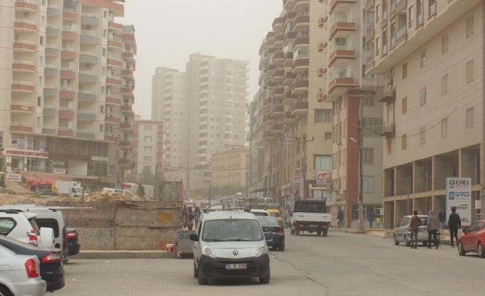 Güneydoğu'da toz taşınımı hayatı olumsuz etkiledi